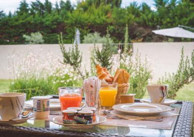Petit déjeuner sur notre belle terrasse