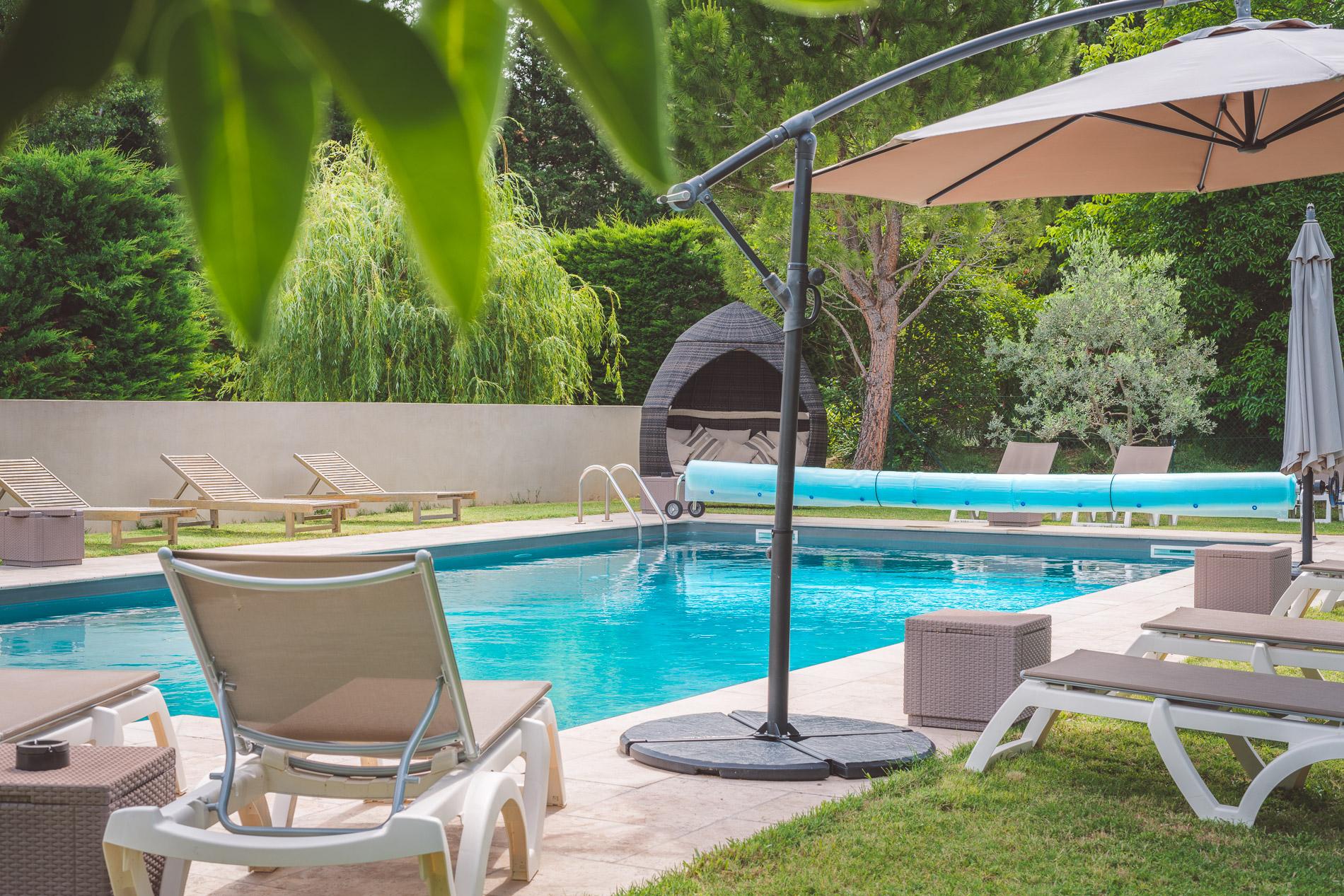 Espace détente et piscine Hôtel Le Mas Du Colombier Cadenet