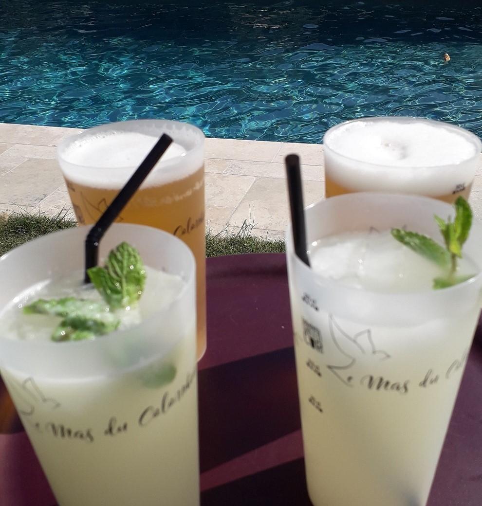Service de boissons autour de la piscine